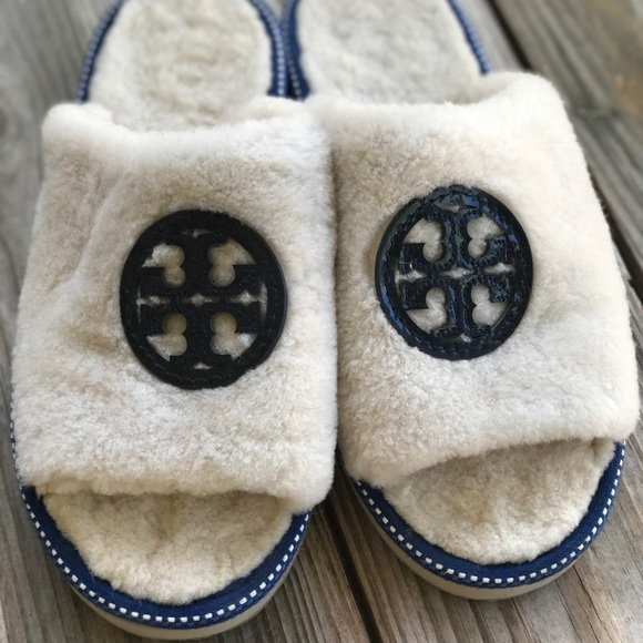 3463601c4a9 RARE Tory Burch Logo Slide Slippers EUC. M 5acd1e4d5521be90f161bd64